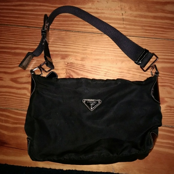 75a4fdbcc728 BLACK NYLON PRADA SHOULDER BAG. M 5acd4d44daa8f62636c7adf1